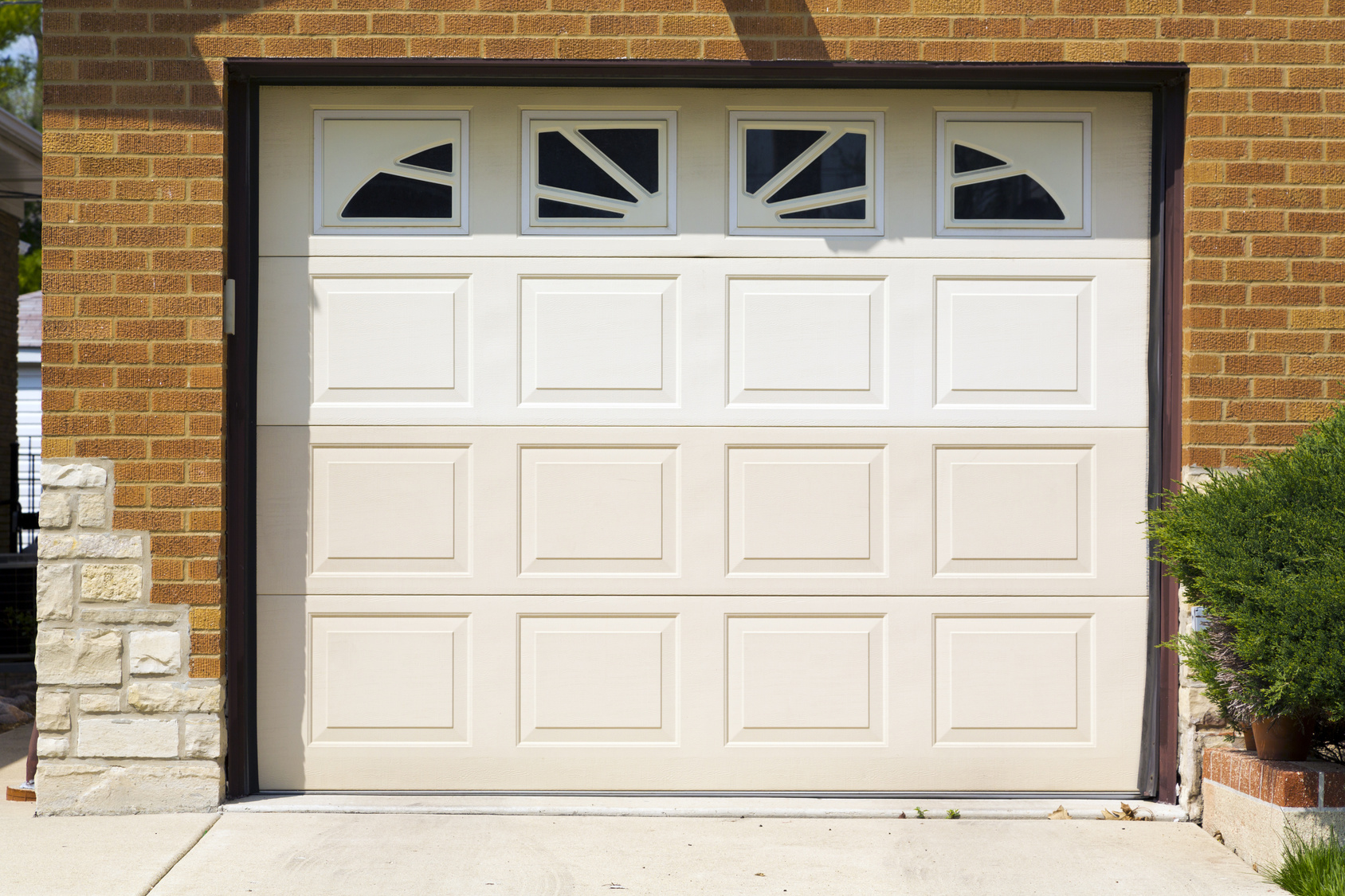Garage door in Lansing MI