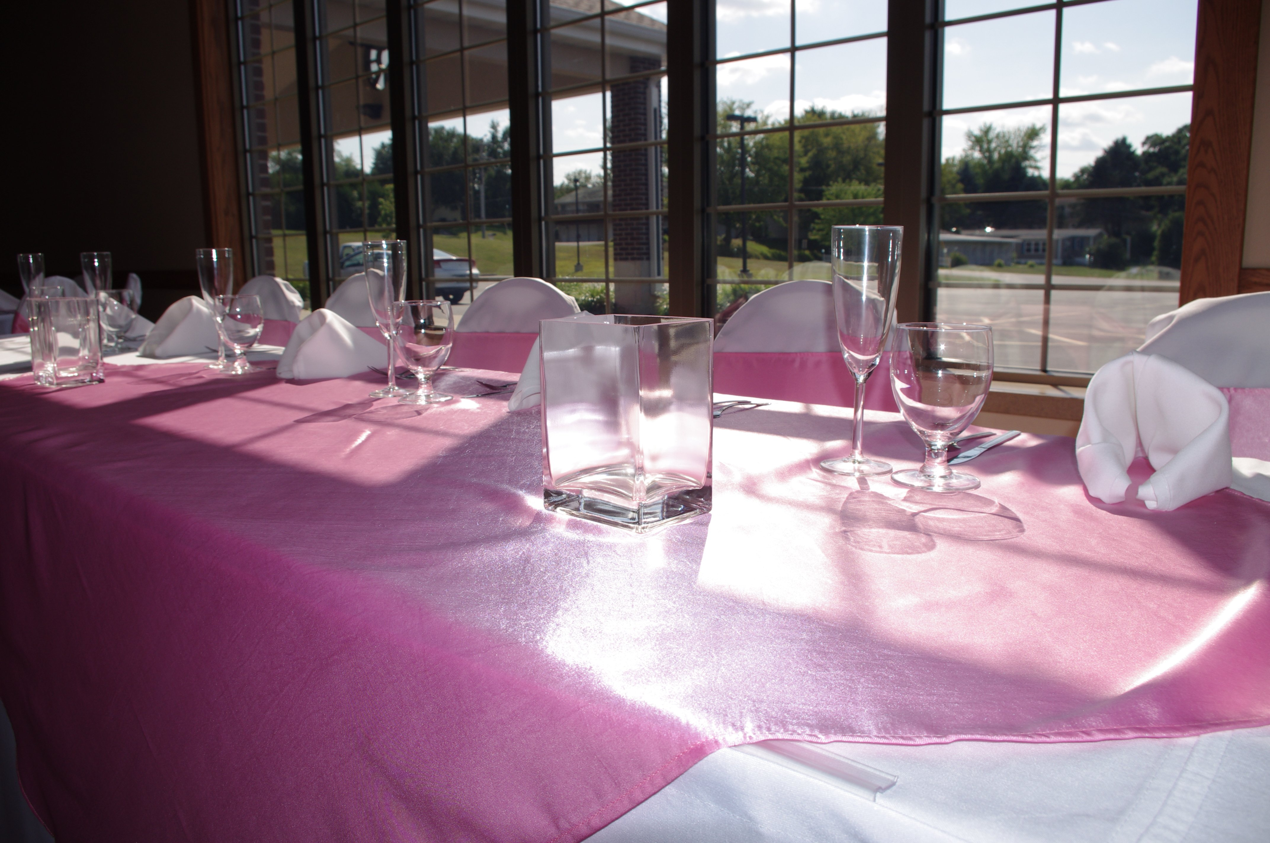 Fruechte Room - head table with rose tablecloth