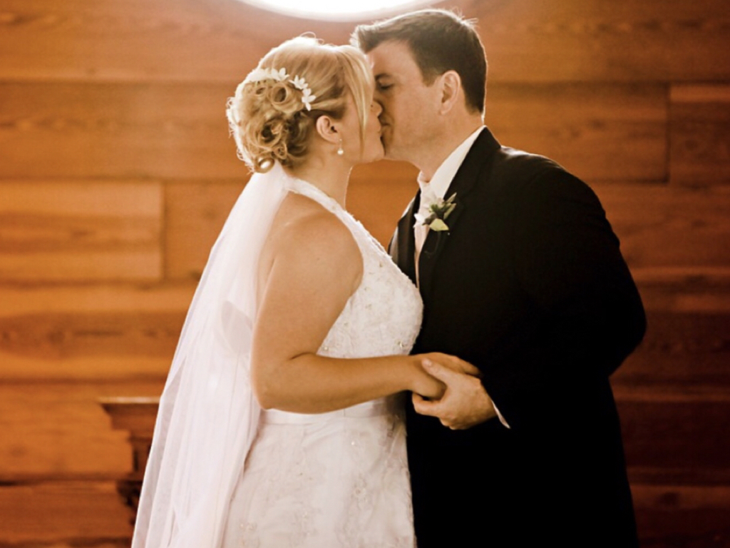 First kiss on wedding day