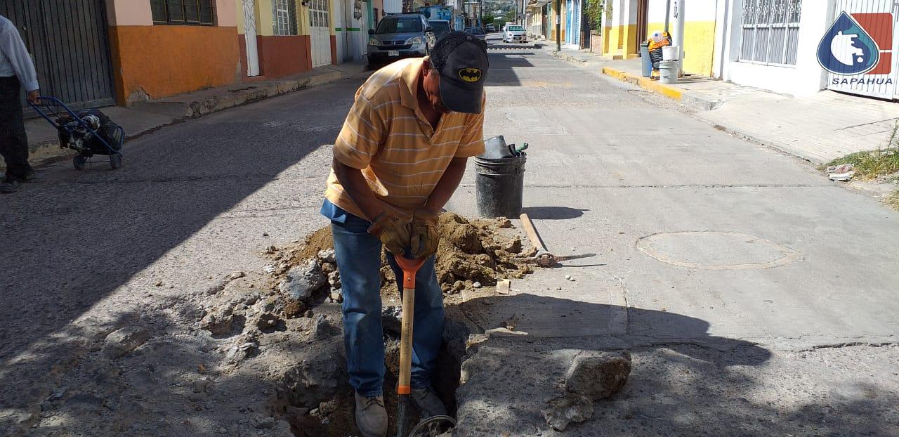 REVISIÓN Y REPARACIÓN DE FUGA DE AGUA EN CALLE ALLENDE COLONIA CENTRO