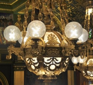 https://0201.nccdn.net/1_2/000/000/08a/3d2/111Pennsylvania-State-House-Chandelier-Lights-Harrisburg-PA-2012-09-10_976x900-300x276-300x276.jpg