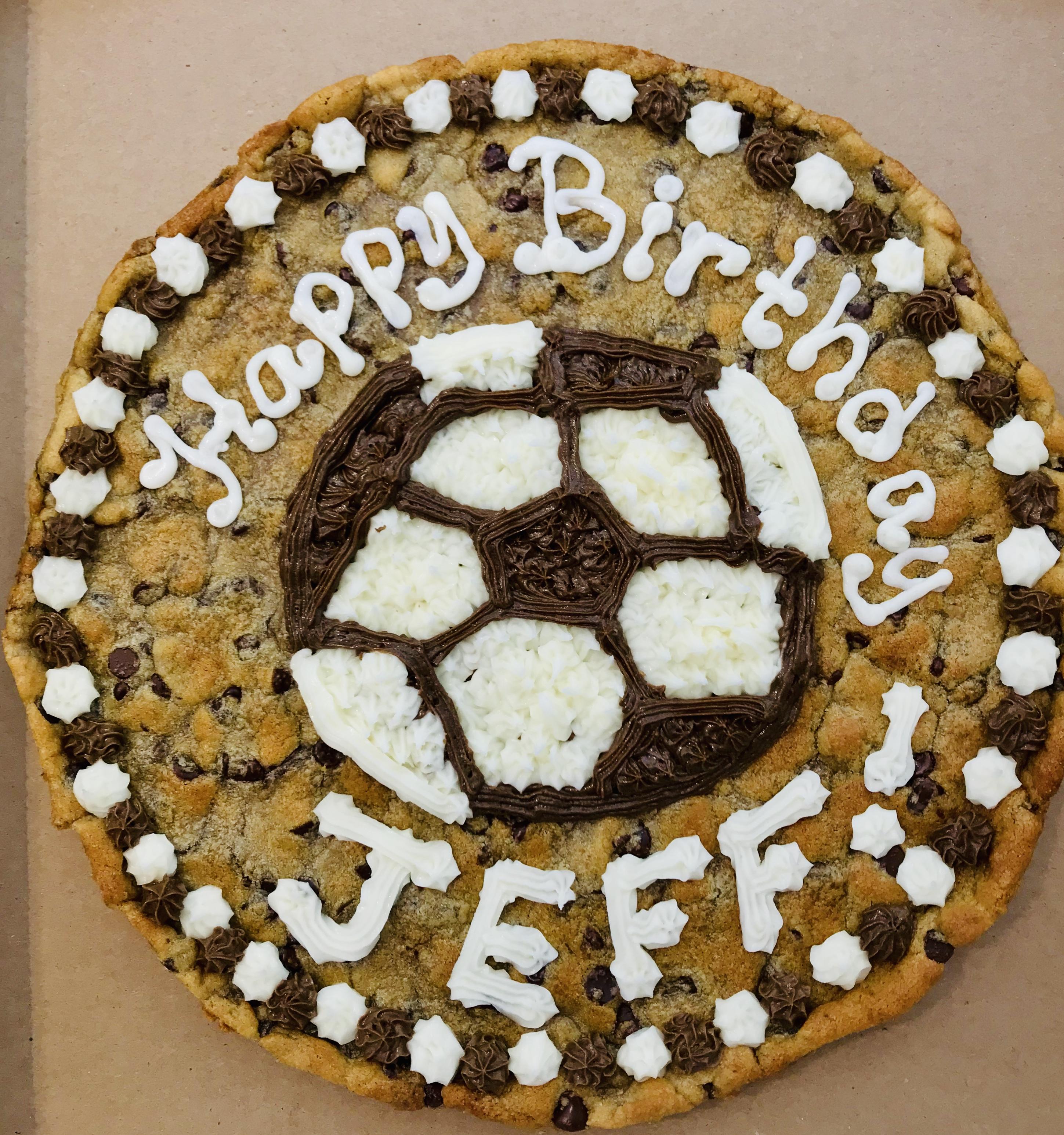 https://0201.nccdn.net/1_2/000/000/08a/927/soccer-cookie-cake.jpg