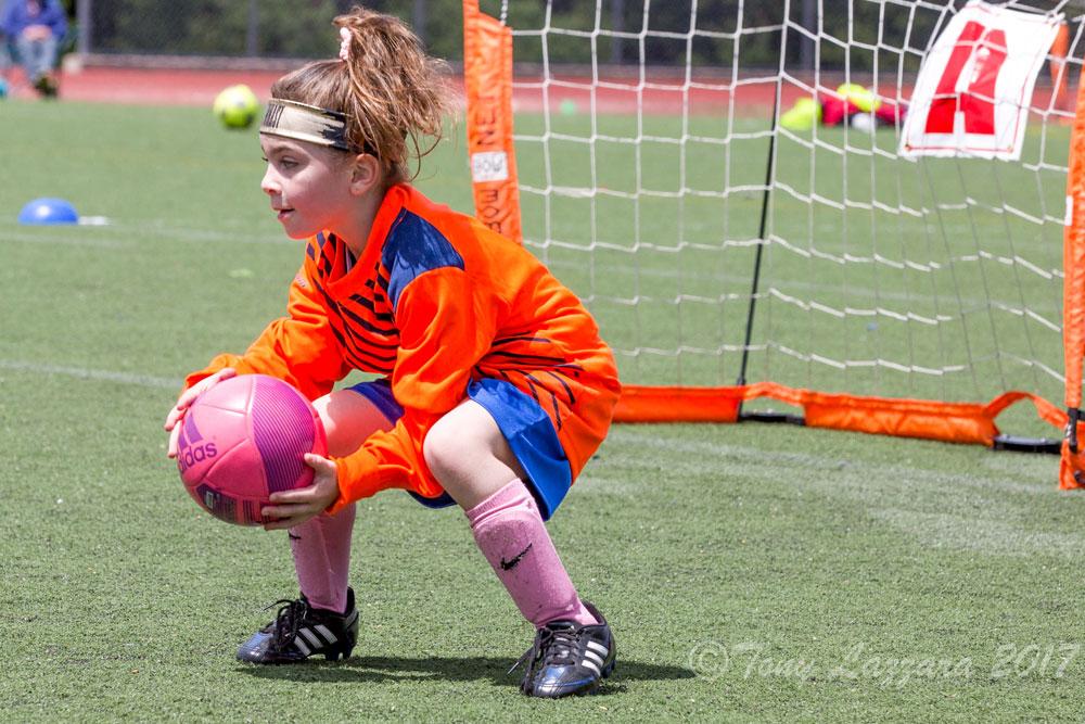 https://0201.nccdn.net/1_2/000/000/08c/acc/SoccerGoaliePhoto.jpg