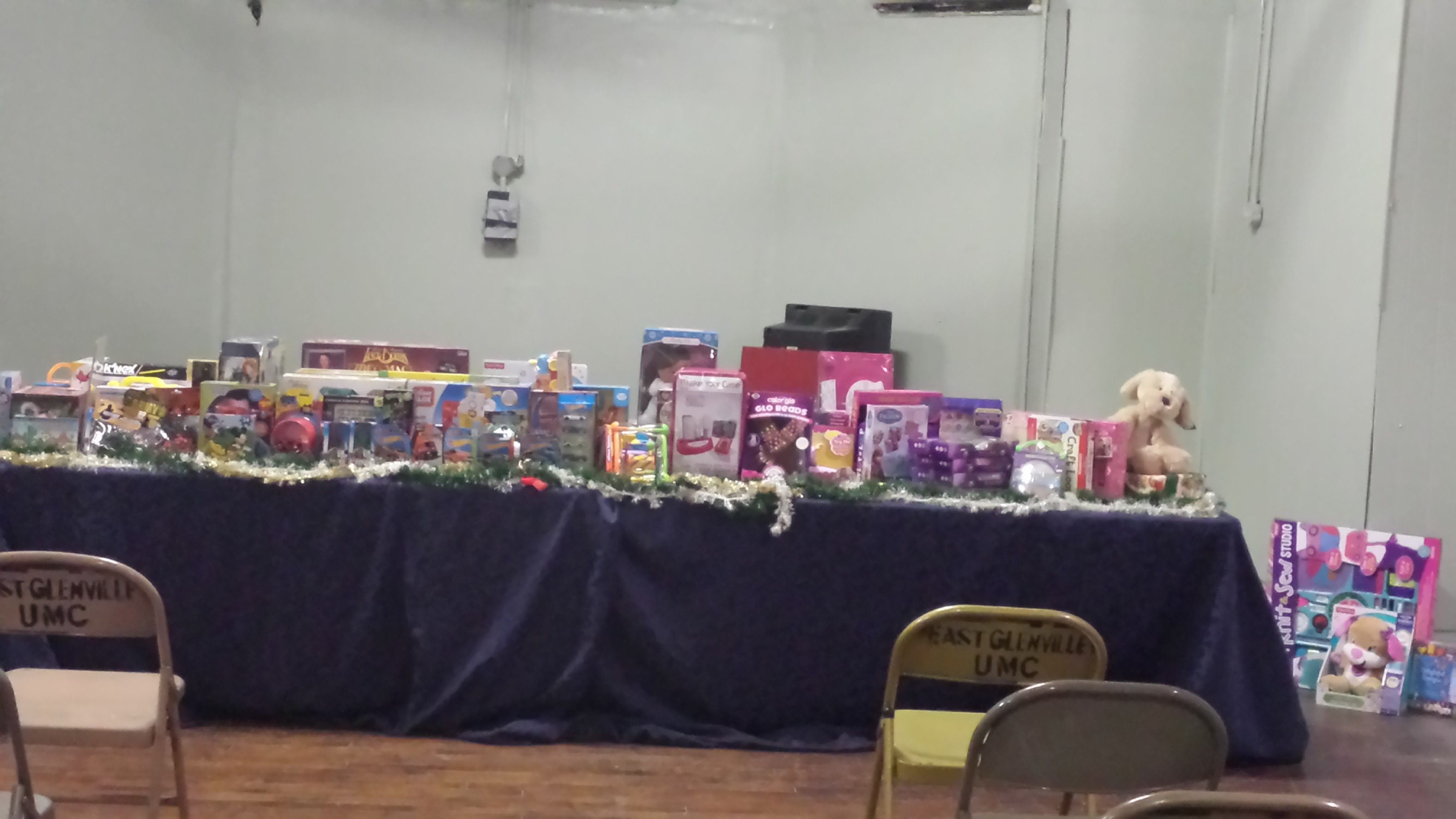 https://0201.nccdn.net/1_2/000/000/08c/e4b/toys-for-tots2-4128x2322.jpg
