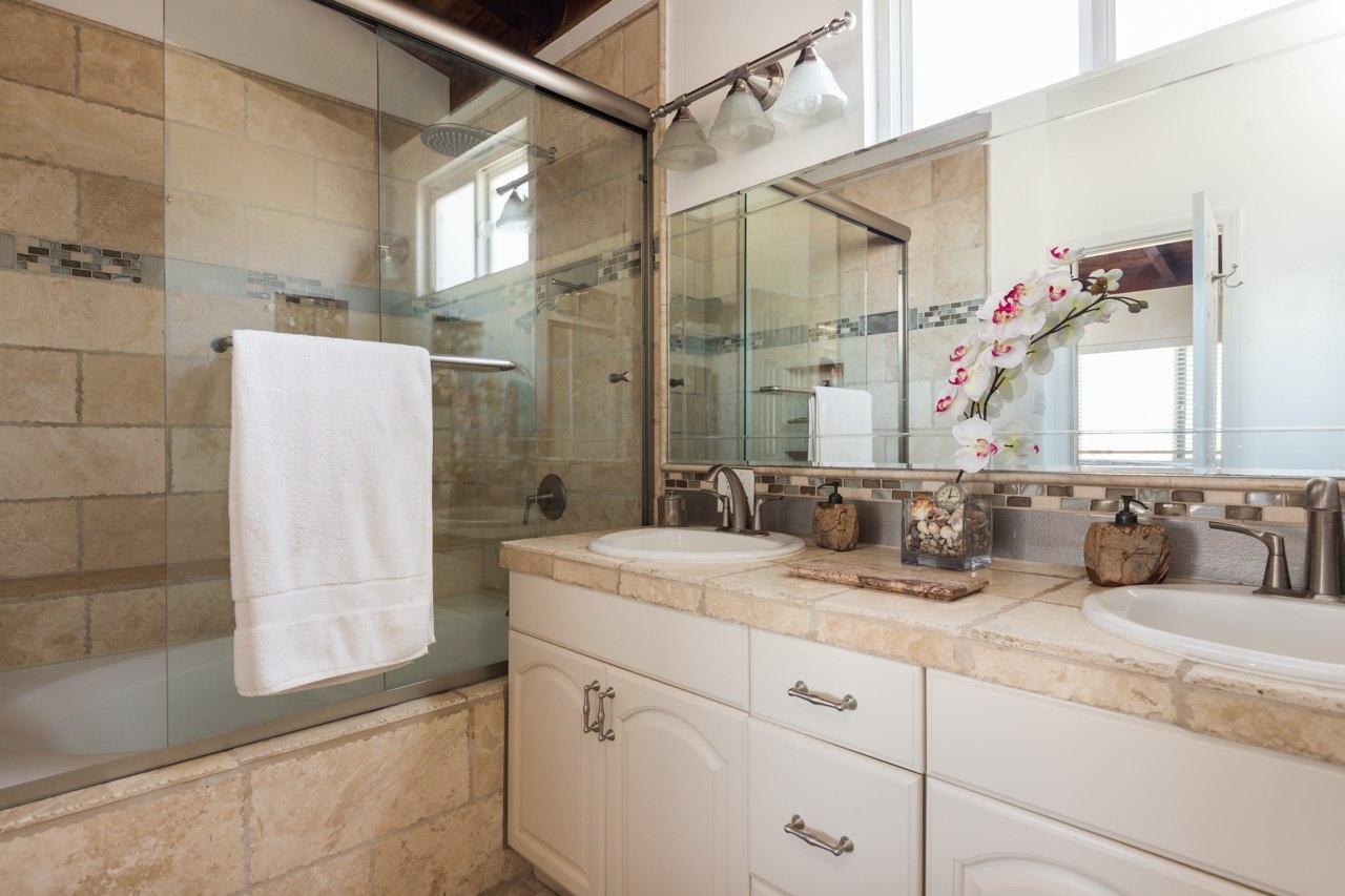 Hermosa Beach House 1 Bathroom 1