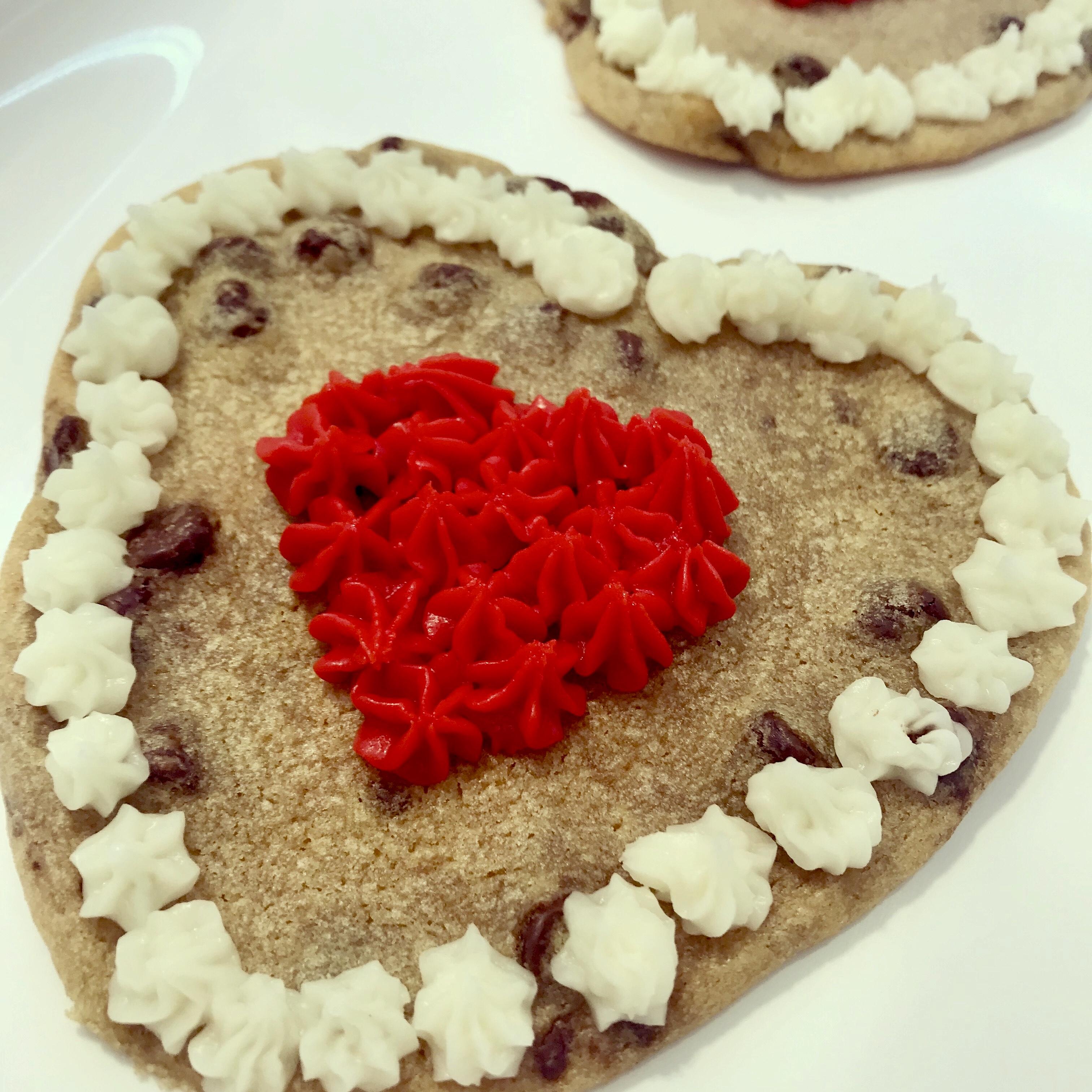 https://0201.nccdn.net/1_2/000/000/08f/33d/valentine-cookie.jpg
