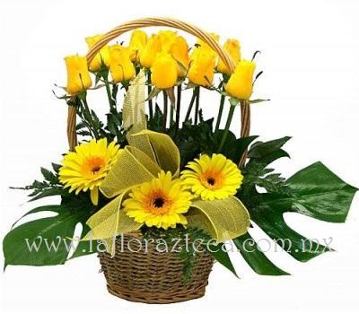 MD - 129  $1,180 Linda canasta de 18 rosas y gerbera en tono amarillo con follaje fino