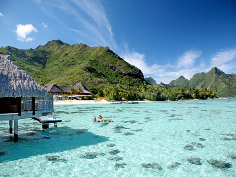 https://0201.nccdn.net/1_2/000/000/095/d99/moorea-overwater-bungalows.jpg