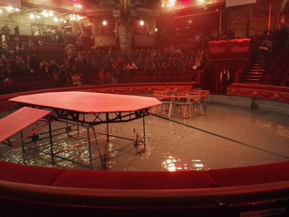 https://0201.nccdn.net/1_2/000/000/098/1ed/Circus-ring-filled-with-water-Blackpool-Tower-960x720.jpg