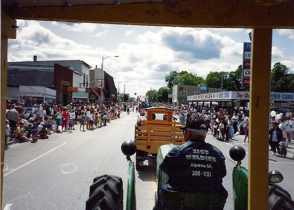 1992 Alpena 4th July Parade from wagon