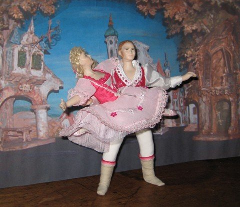 PAS DE DEUX  POSED WITHOUT STANDS ALL CLOTHING REMOVABLE STANDARD 12TH SCALE DOLLS
