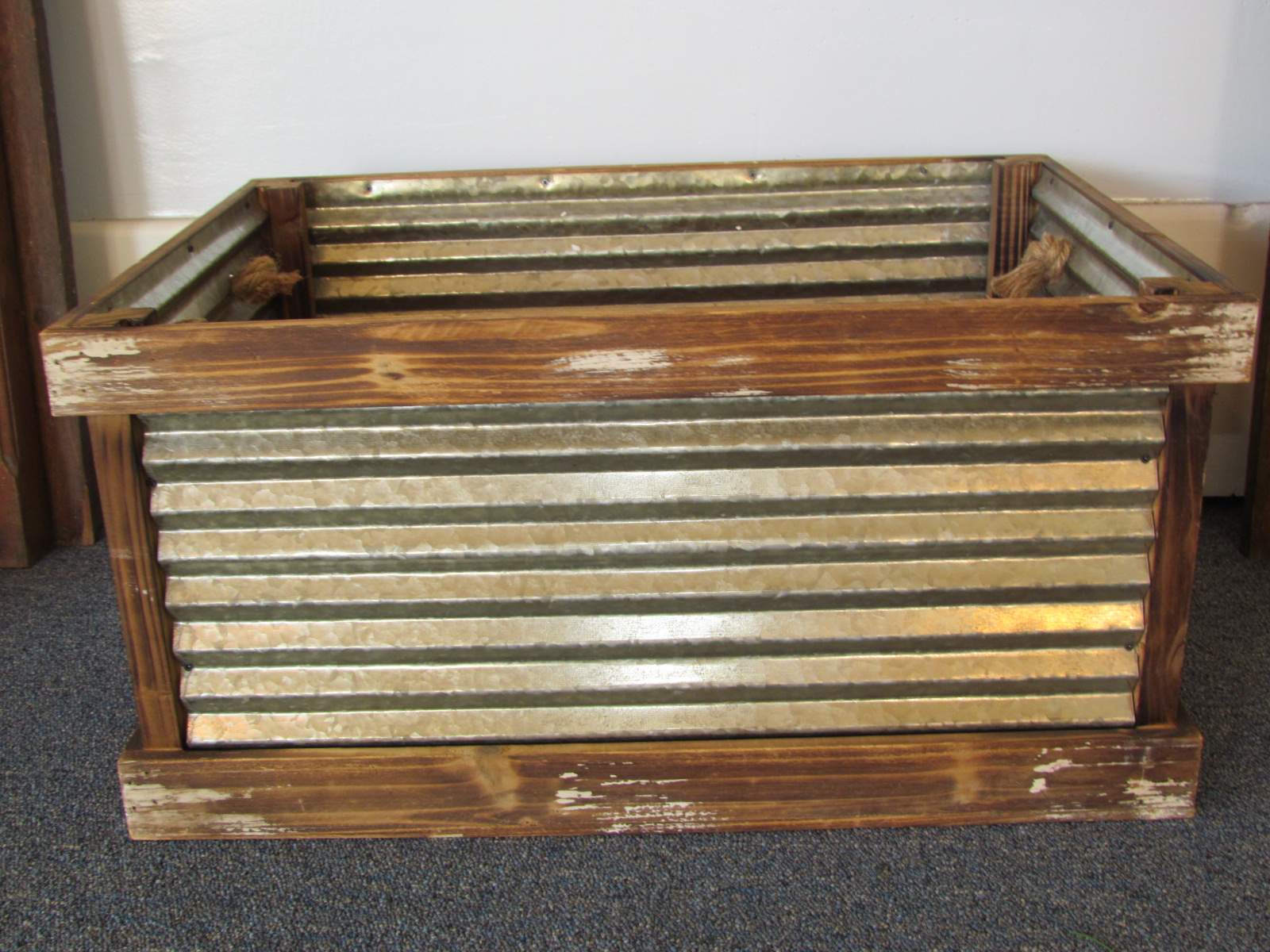 Large Cedar Lined Crate $8 / Day