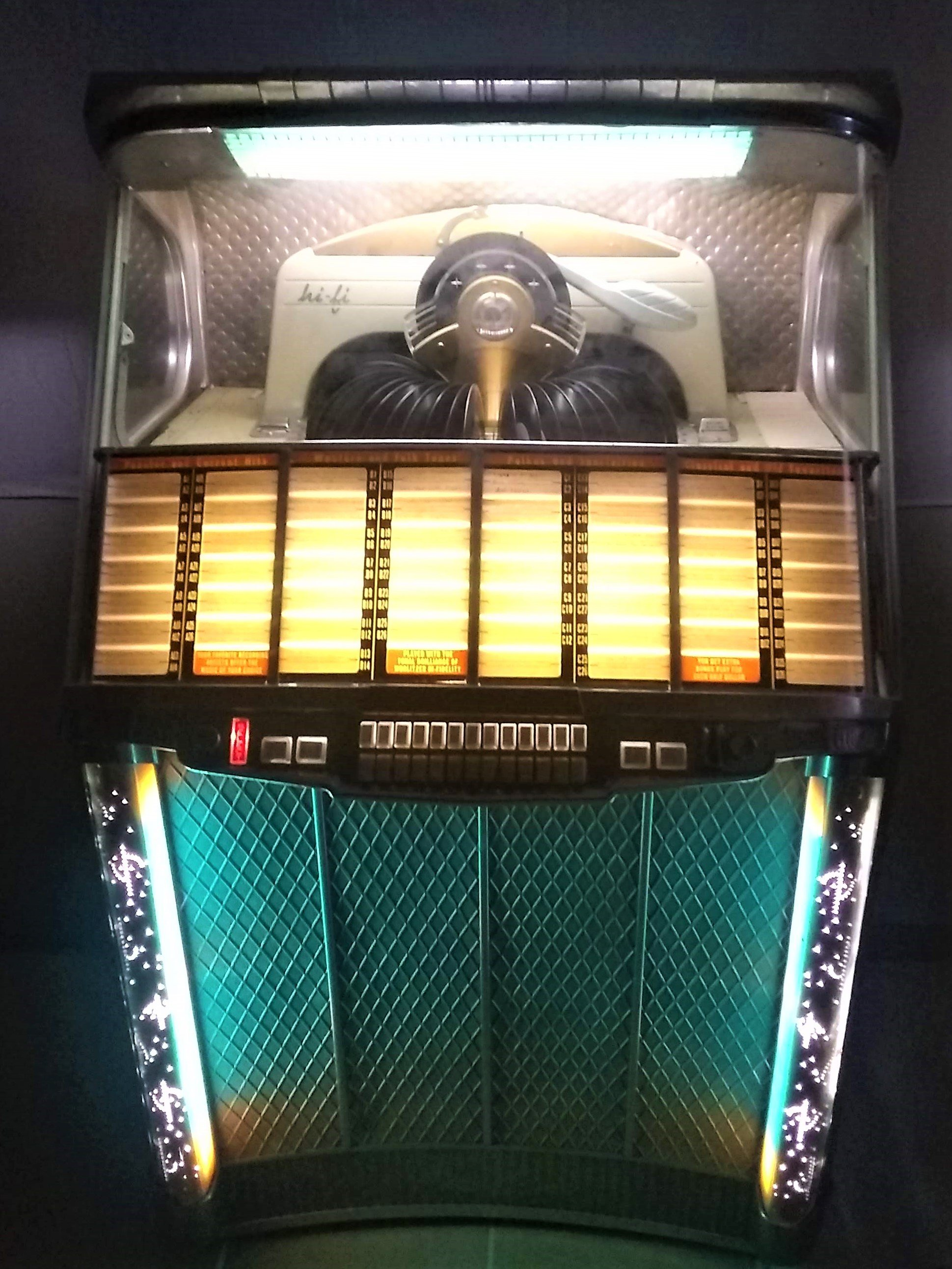 https://0201.nccdn.net/1_2/000/000/0a1/9a7/jukebox-2104-wurlitzer.jpg