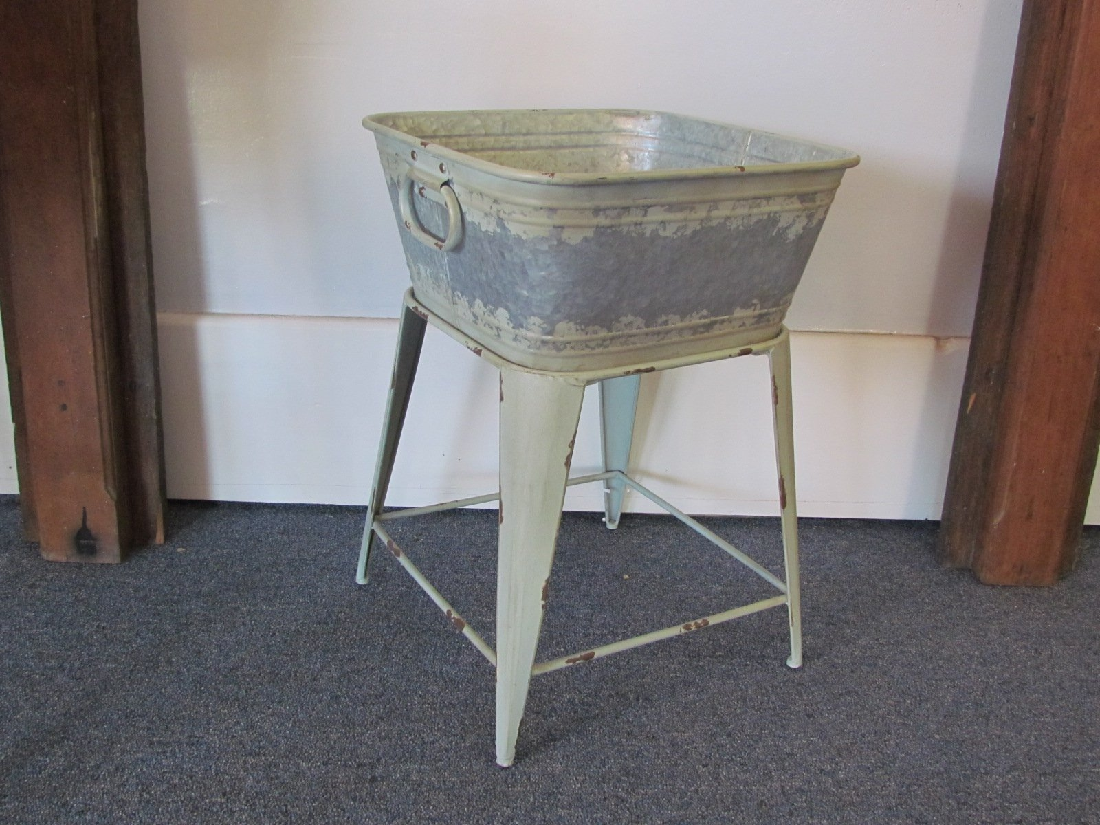 Small Tub on Stand $5 / Day