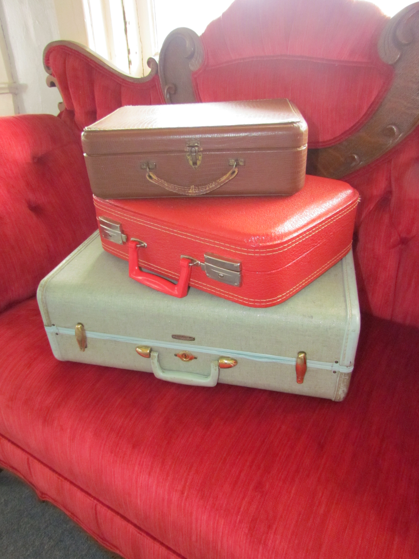 Vintage Suitcase Small $5 / Day Medium $6 / Day Large $8 / Day