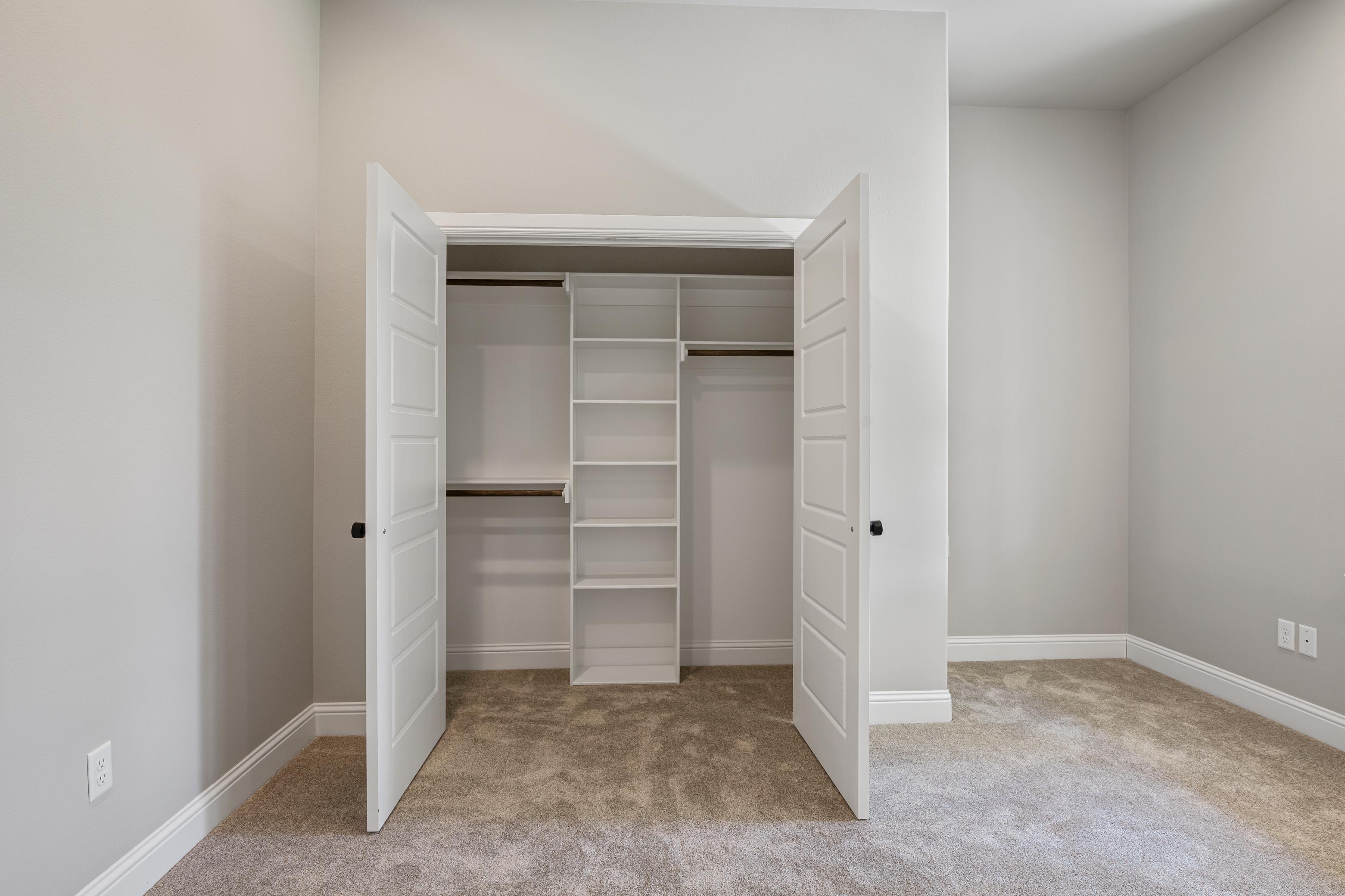 https://0201.nccdn.net/1_2/000/000/0a7/30a/office-closet.jpg