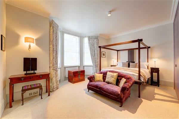 https://0201.nccdn.net/1_2/000/000/0a8/389/master-bedroom-four-poster-2--600-x-400-.jpg