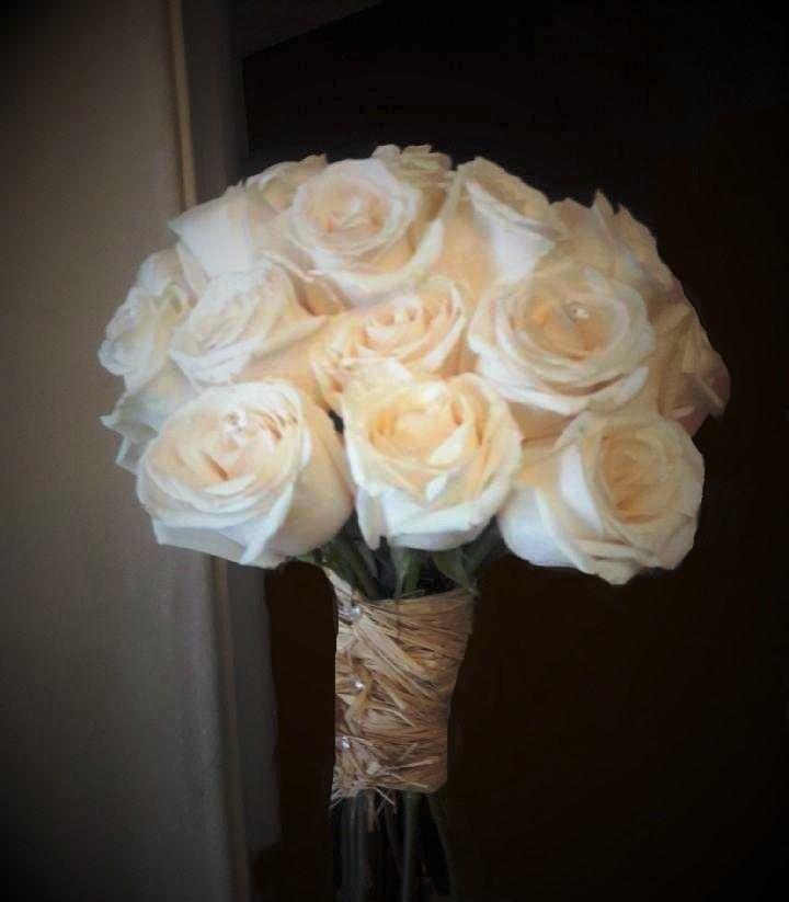 https://0201.nccdn.net/1_2/000/000/0a9/96e/whiterose-bouquet--2-.jpg