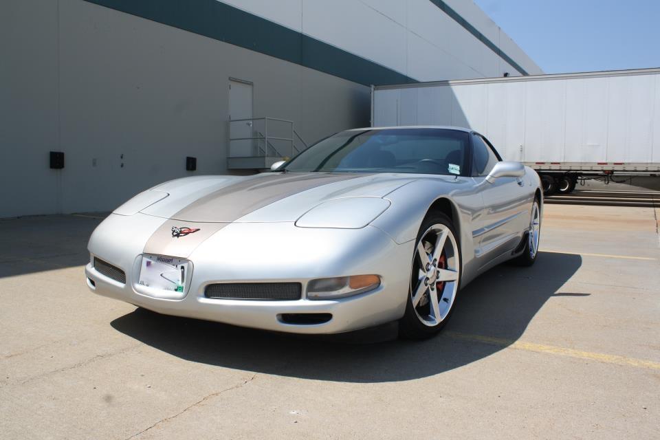 https://0201.nccdn.net/1_2/000/000/0a9/a15/silver-corvette.jpg