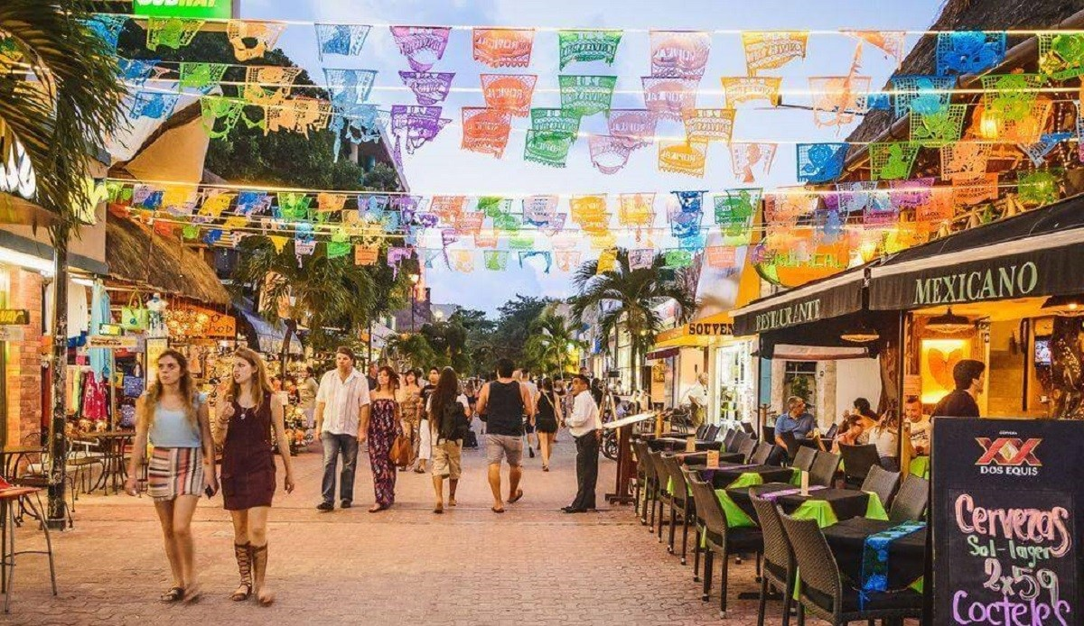 https://0201.nccdn.net/1_2/000/000/0a9/de7/Shopping-in-Playa-del-Carmen-2-1200x694.jpg