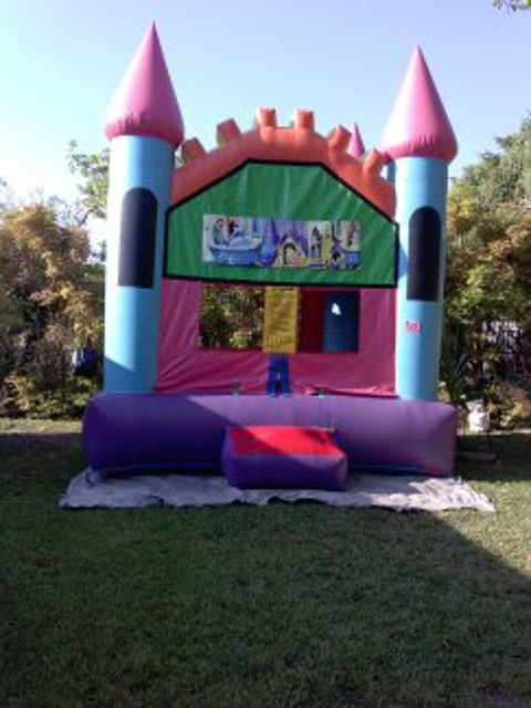 https://0201.nccdn.net/1_2/000/000/0aa/d4d/InflatableCastle-480x640.jpg