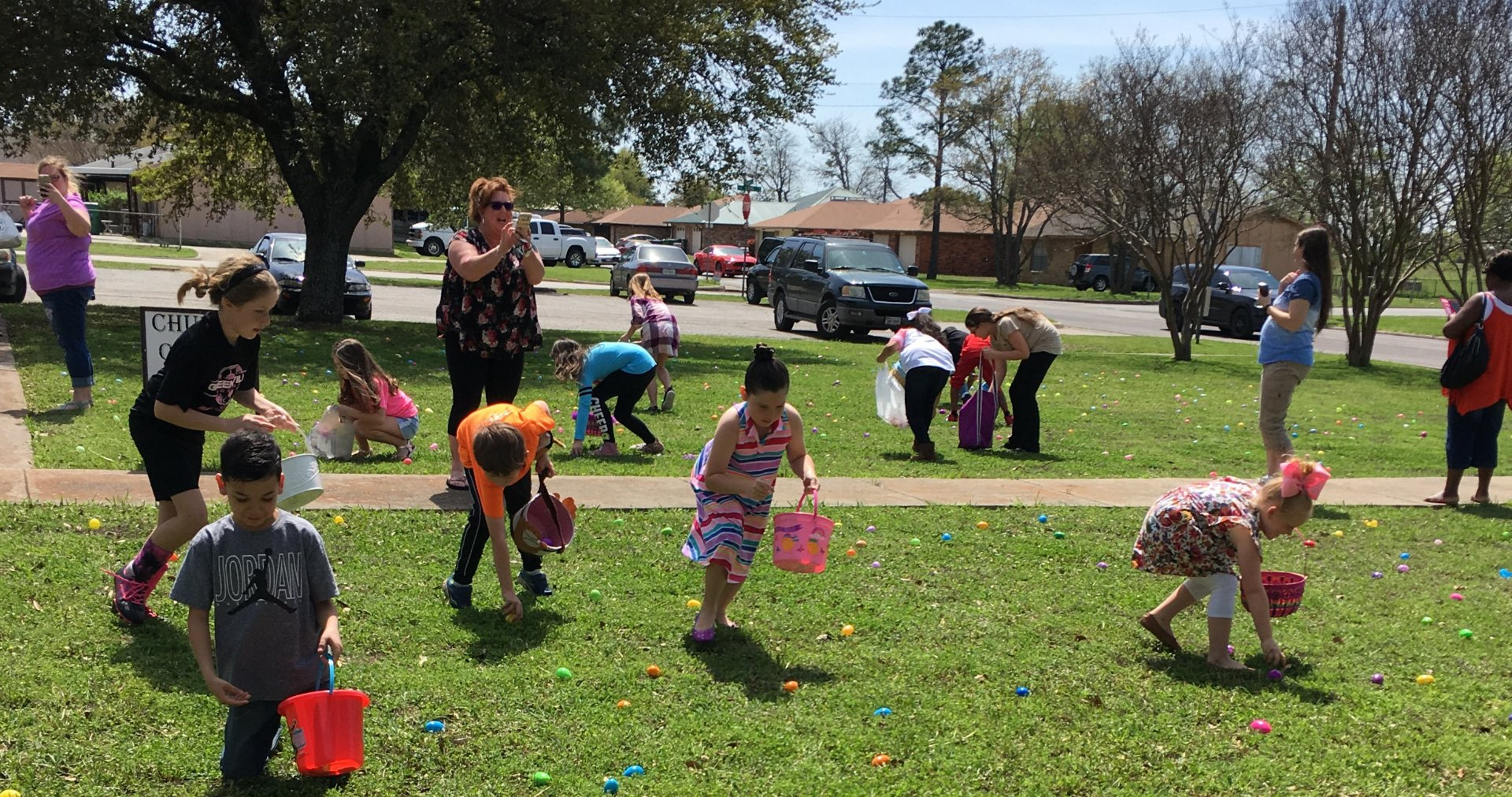 Easter Egg Hunt - March 31, 2018   Having Fun!