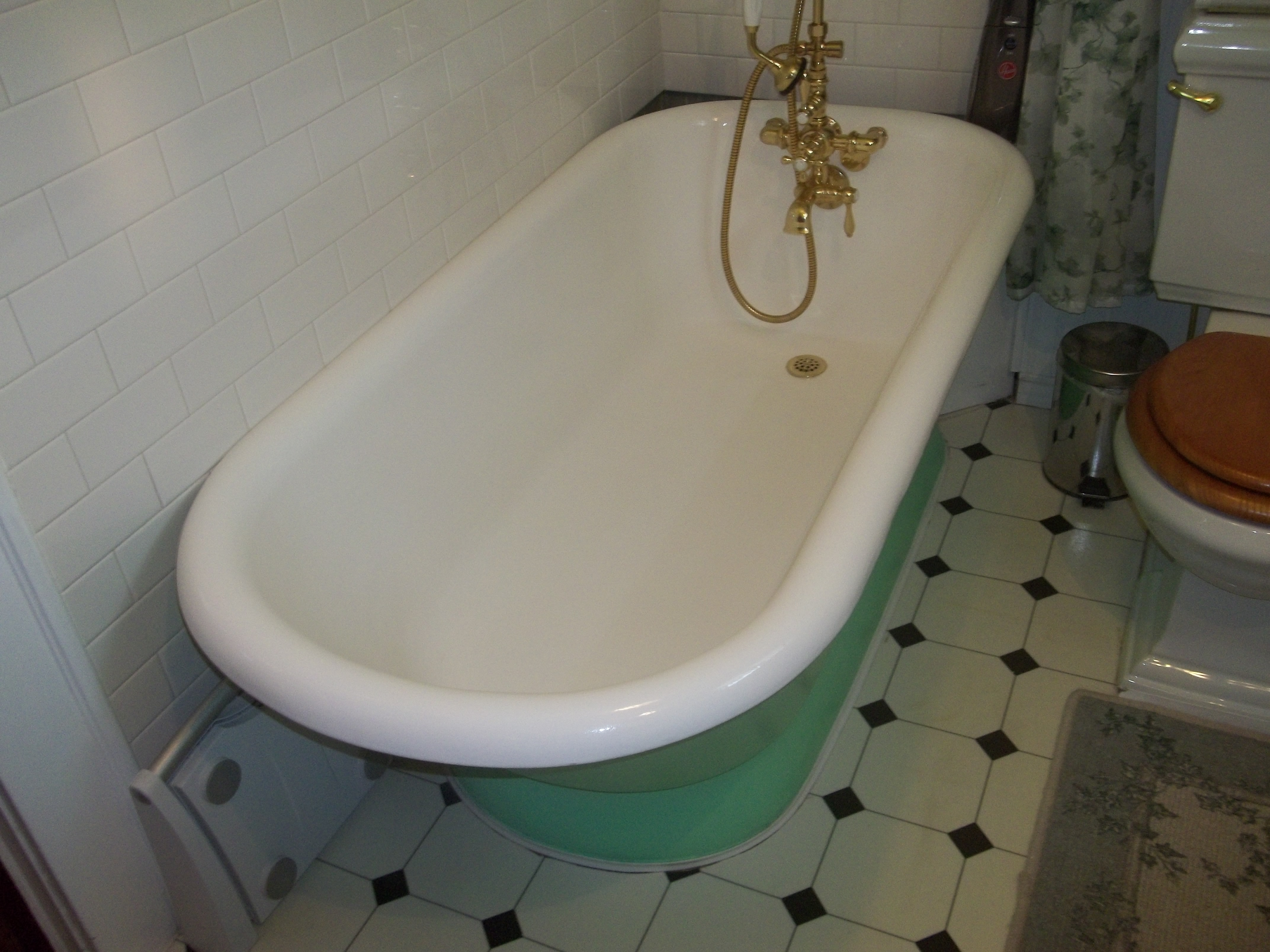 Line A Tub In Bloomfield, NJ Is A Bathtub Refinishing Contractor.
