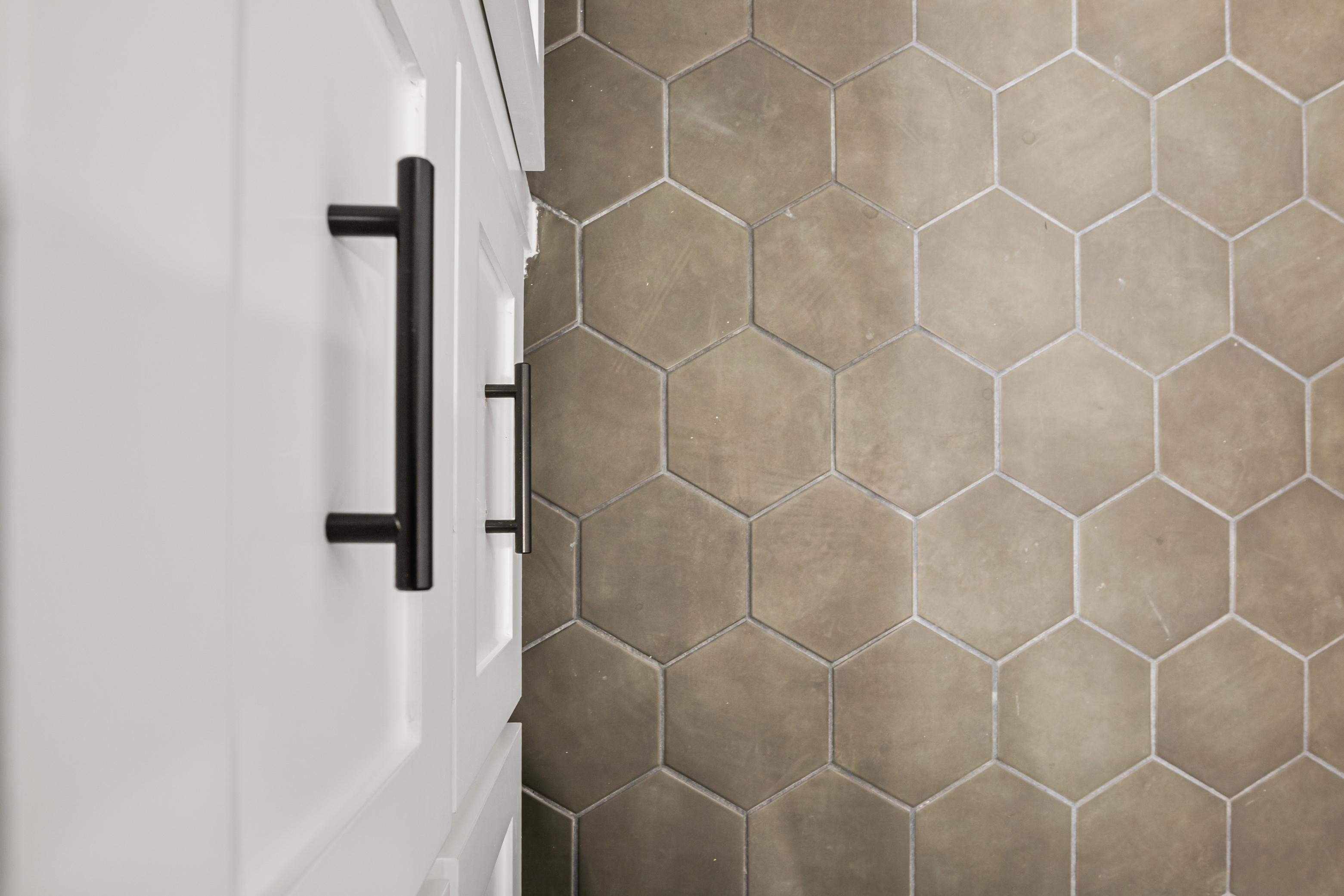 https://0201.nccdn.net/1_2/000/000/0af/8bd/bathroom-2-floor.jpg