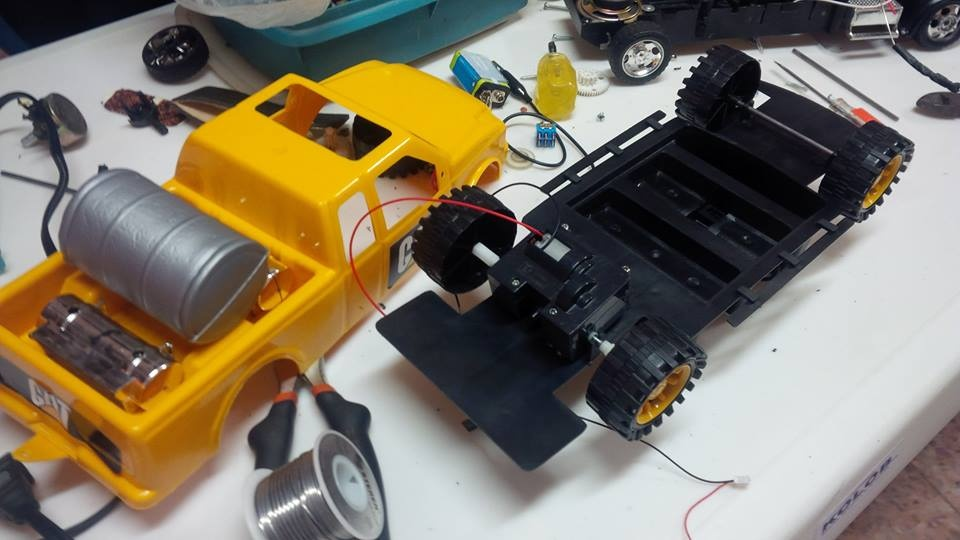 Camioneta de juguete modificada-