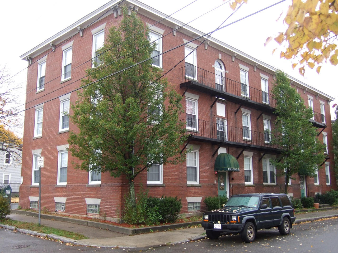 Salem, MA - Apartment Building