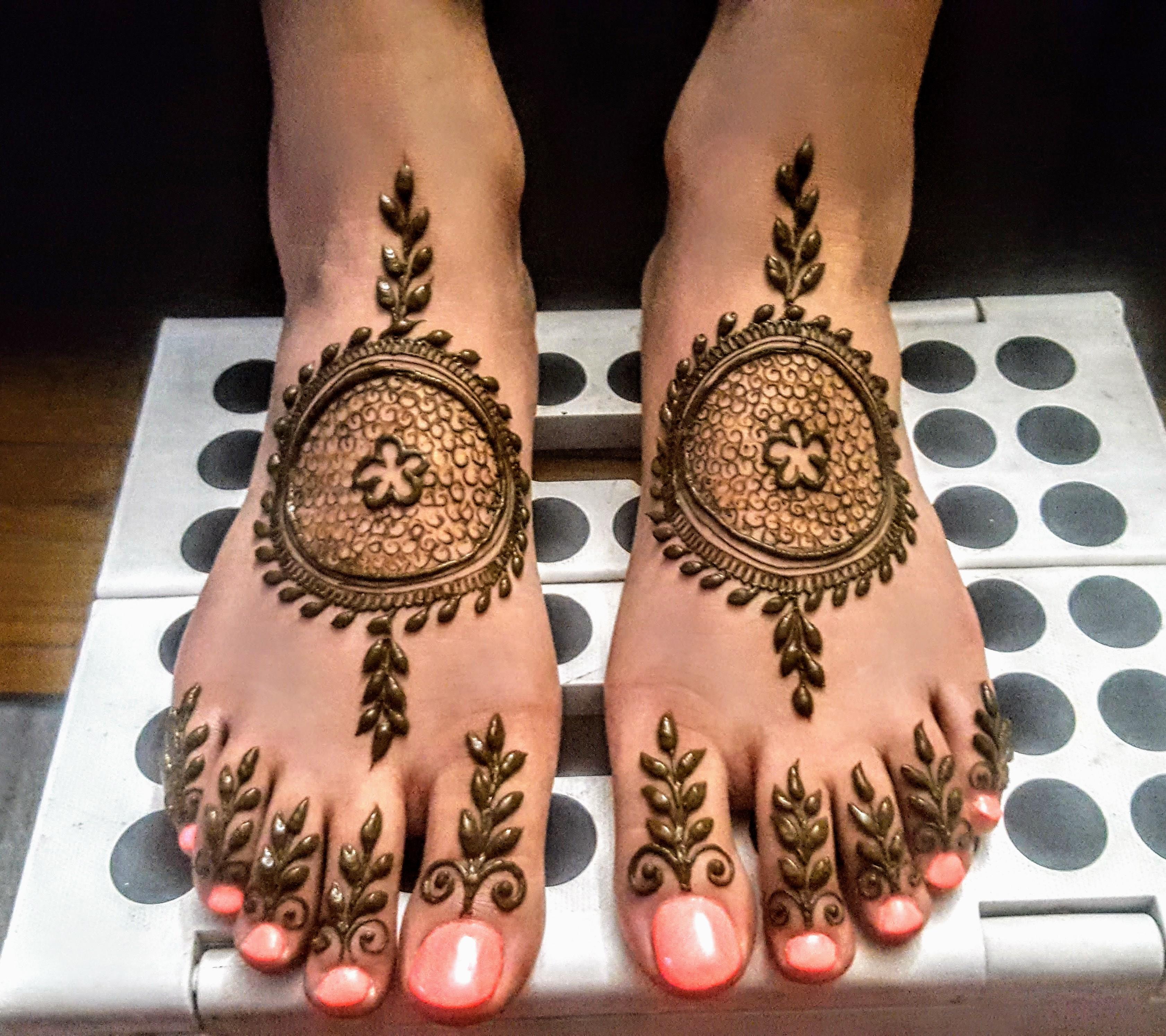 https://0201.nccdn.net/1_2/000/000/0b0/599/Simple-Feet.jpg