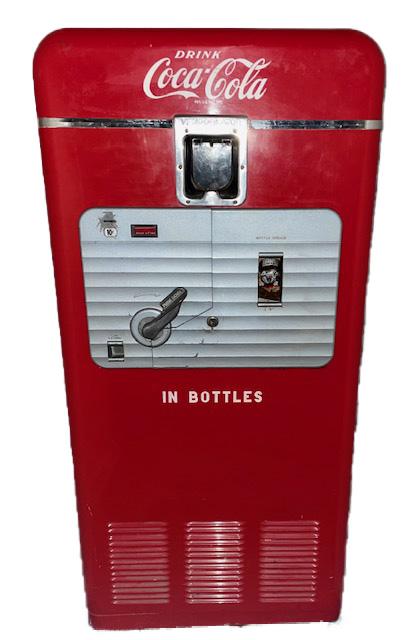 https://0201.nccdn.net/1_2/000/000/0b1/f7a/1950s-vendorlator-mfg.-co-27a-coke-machine.jpg