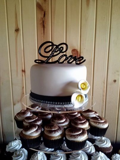 https://0201.nccdn.net/1_2/000/000/0b2/1af/Calla-lilly-cake.jpg
