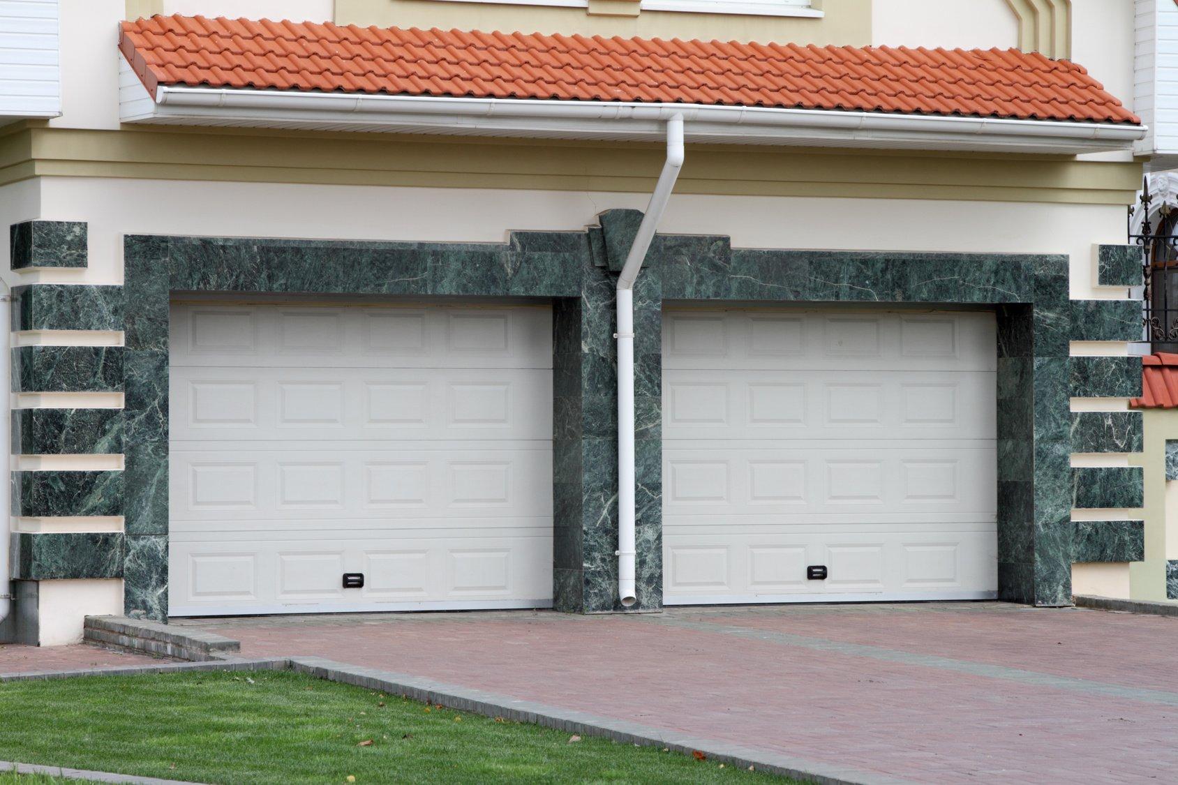 5 Garage Door Installation Safety Tips