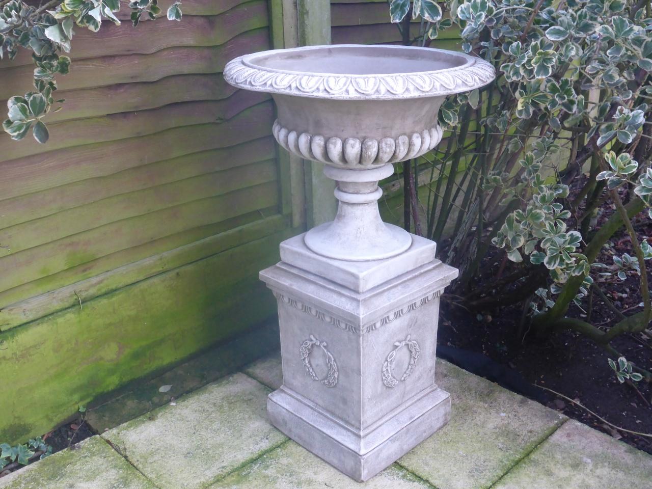 five ways garden ornaments garden urns varses. Black Bedroom Furniture Sets. Home Design Ideas