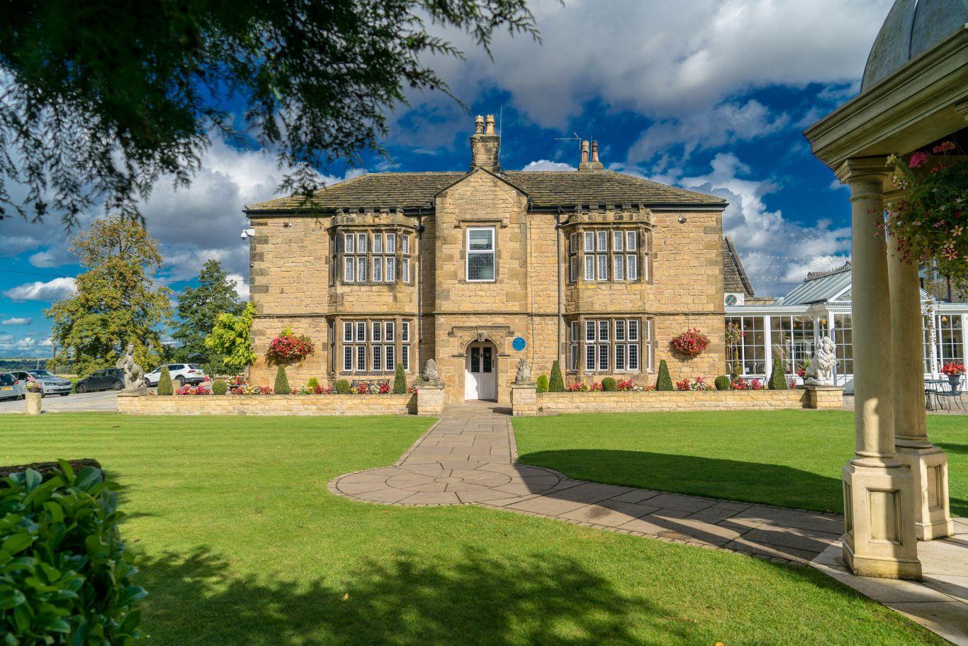 Rogerthorpe Manor