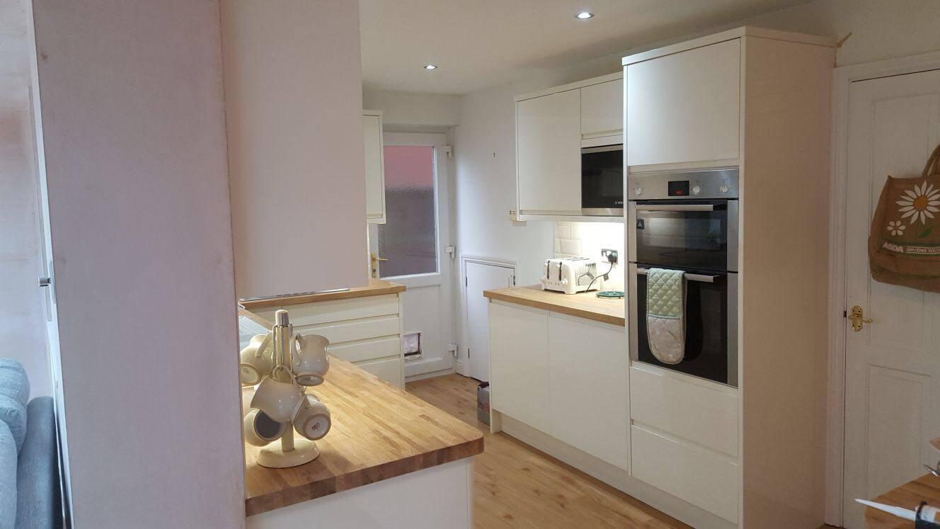 https://0201.nccdn.net/1_2/000/000/0b5/fc1/kitchen-lucente-white-2.jpg