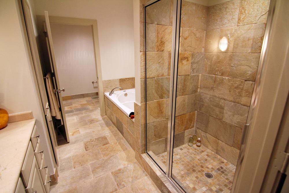 https://0201.nccdn.net/1_2/000/000/0b6/da5/MT-Bathroom.jpg