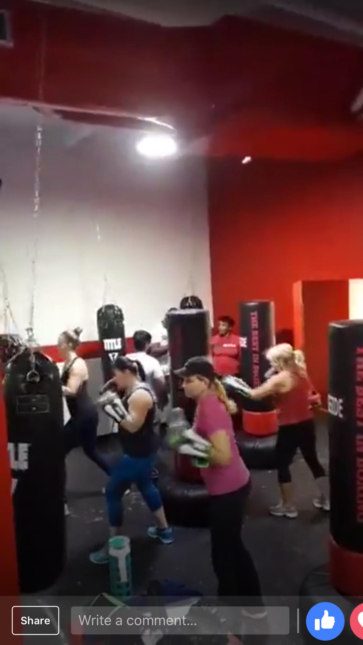 https://0201.nccdn.net/1_2/000/000/0b8/4fe/boxing-bags.png