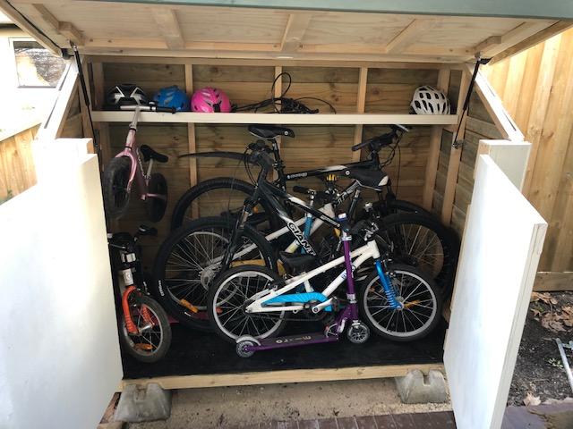 bike shed fits over 6 bikes!