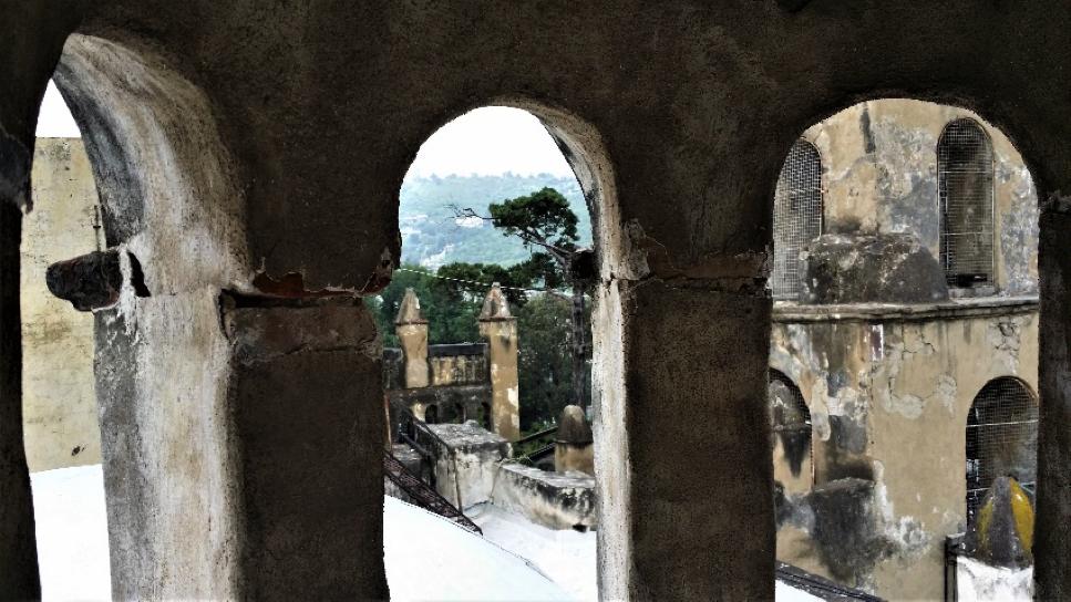 San Pedro Actopan. San Pedro se asoma y lamenta al ver su templo dañado