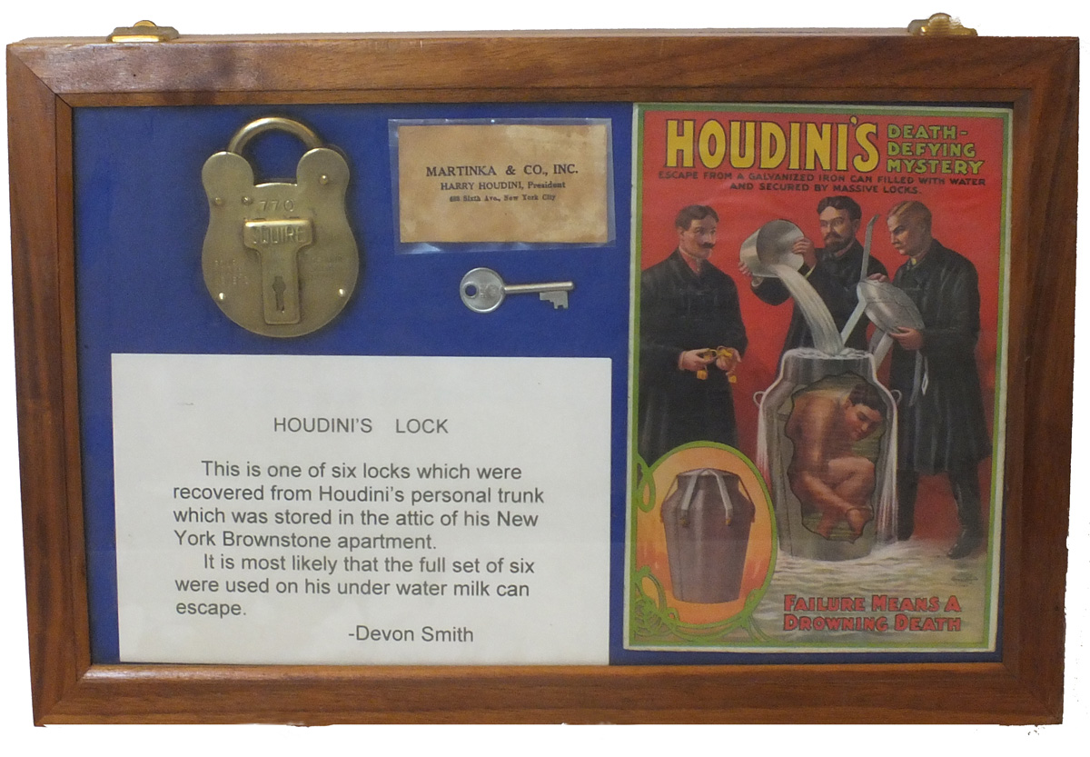 https://0201.nccdn.net/1_2/000/000/0bf/eb4/HOUDINI-S-LOCK-IN-CASE.jpg