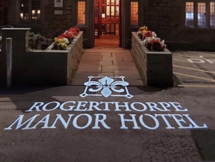 https://0201.nccdn.net/1_2/000/000/0c0/b57/rogerthorpe-manor.png