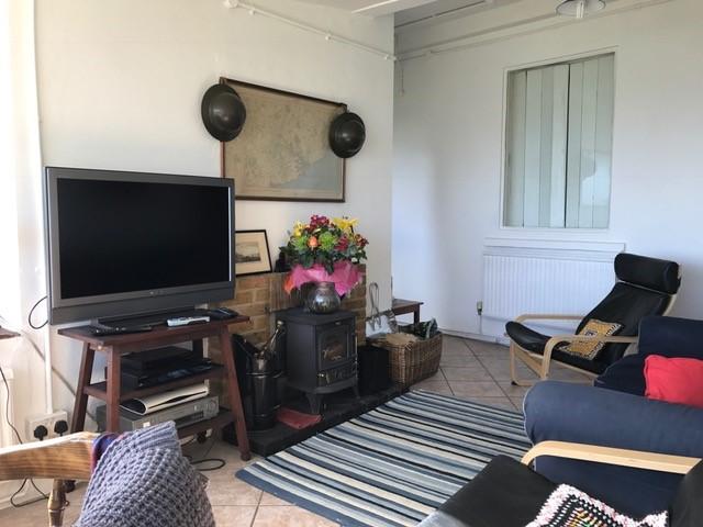 https://0201.nccdn.net/1_2/000/000/0c1/bc7/sitting-room-2017.jpg