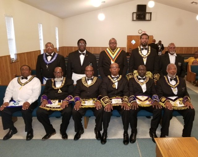 https://0201.nccdn.net/1_2/000/000/0c4/325/Grand-Lodge-Officers-640x510.jpg