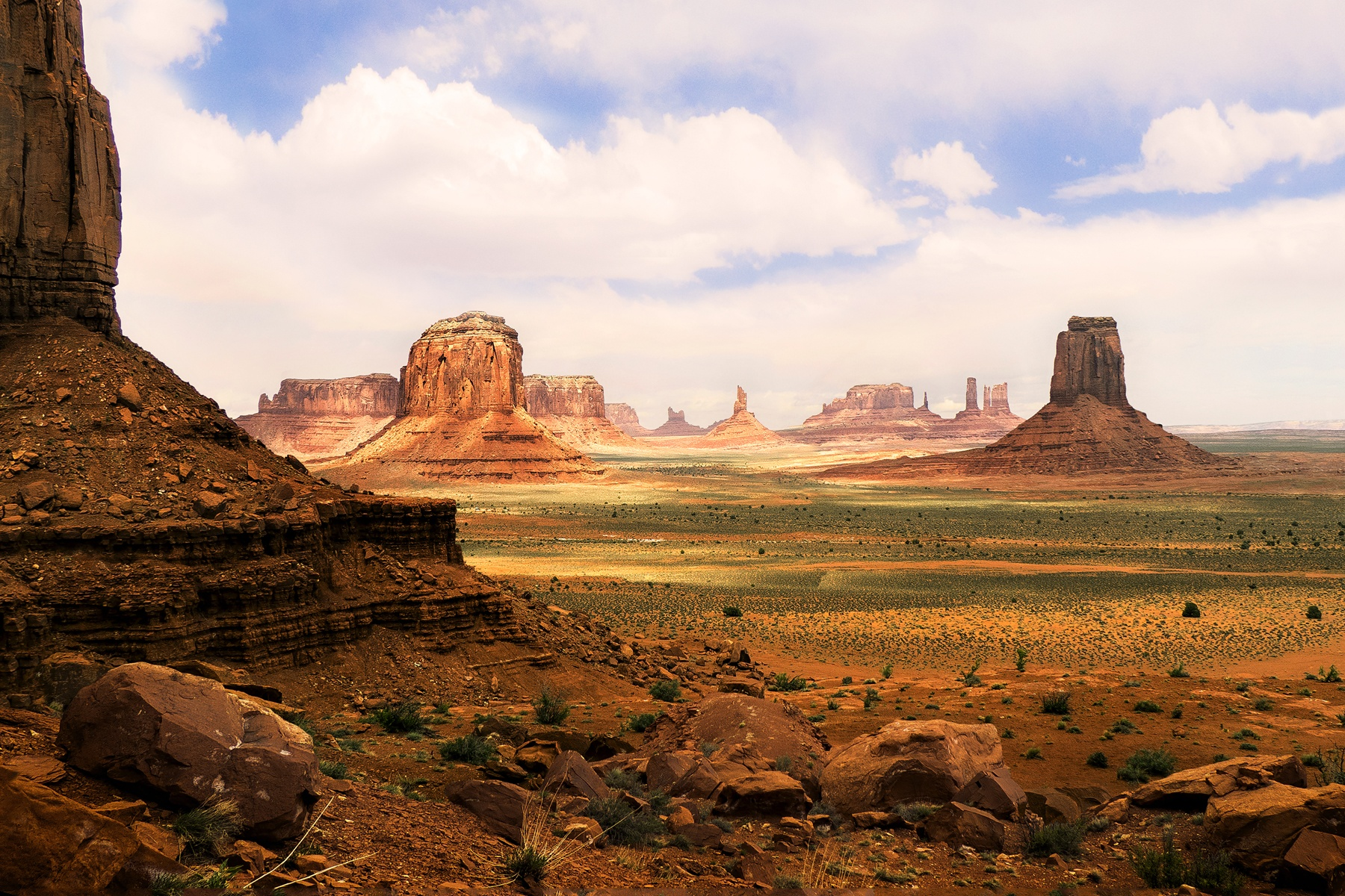 MONUMENT VALLEY - Thanks to Hollywood, I'm sure it's obvious to most people where this shot was taken