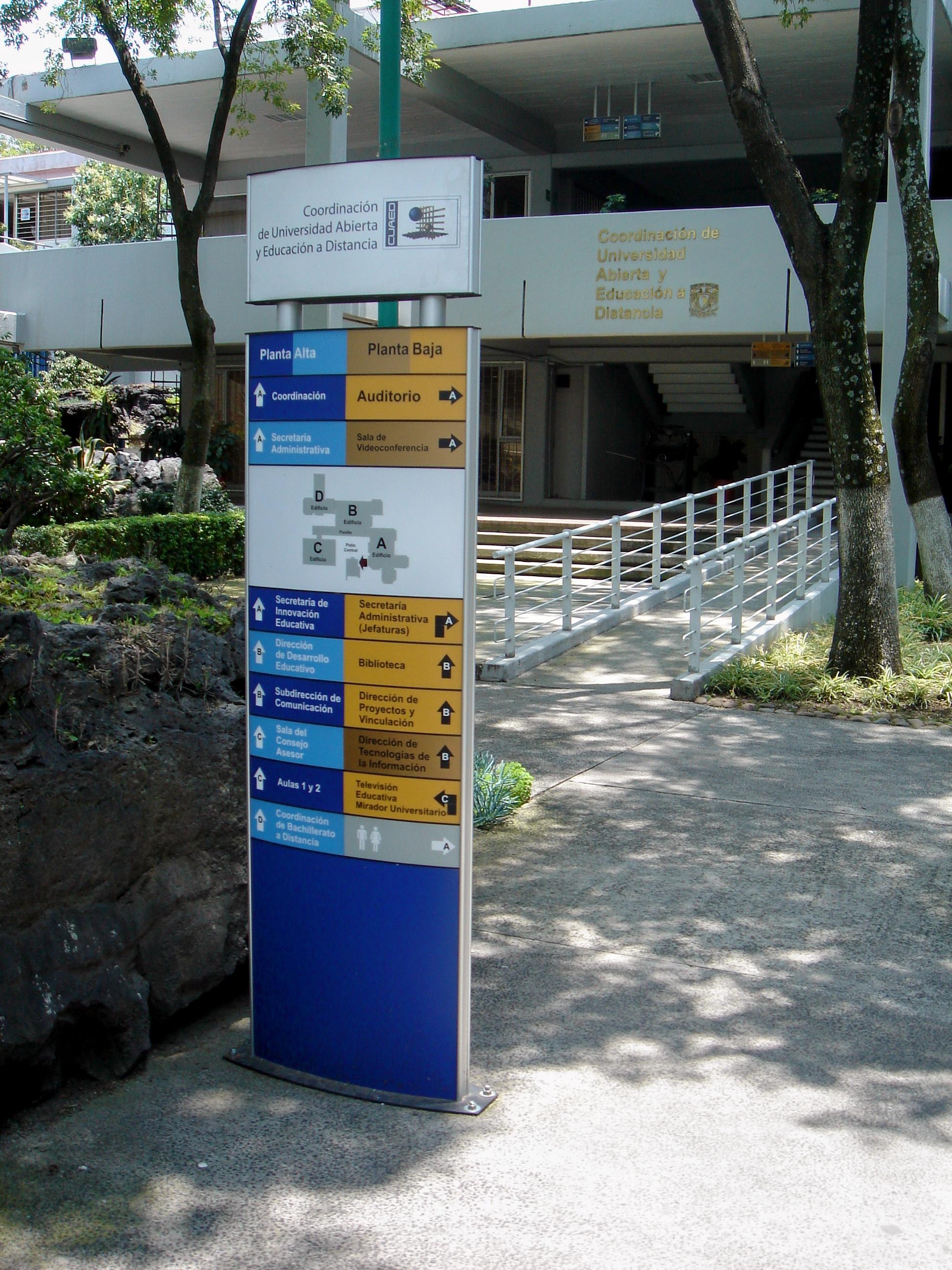 Señalización en CUAED, UNAM.