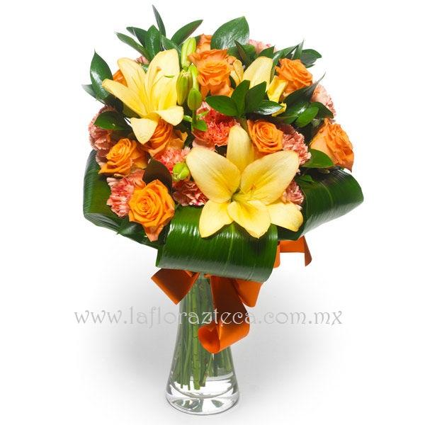 MD - 138  $980 Lindo detalle de rosas,clavelinas y lilies acompañado con ficus