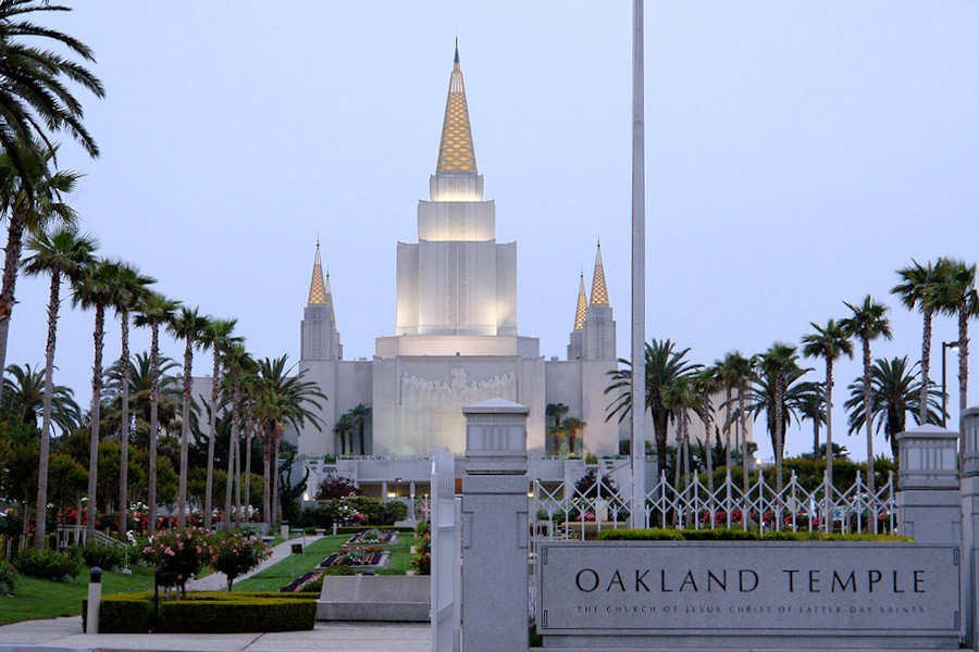 The temple sits on a prominent site in the Oakland hills and has become a local landmark. Through the front courtyard are stairways which lead to the temple terrace situated above the ground floor of the temple. From the temple grounds and terrace are views of the Bay Area, including downtown Oakland, the Bay Bridge, Yerba Buena Island, downtown San Francisco and the Golden Gate Bridge. The grounds are accented by flowers, palm trees, and a formal-style man-made river running from one fountain to the other.