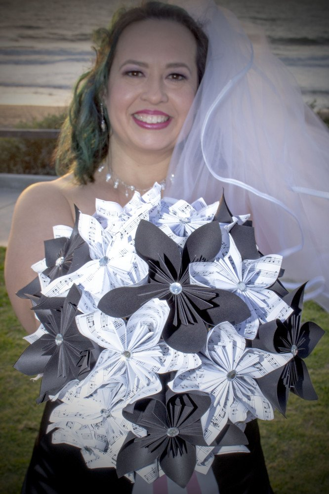Look at these handmade paper flowers <3